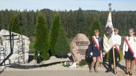 Poświęcenie obelisków poświęconych ofiarom II wojny światowej